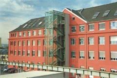 Dachdeckermeister Graz Altenburger Dachdeckerei Graz_Eternit Dach mit Velux Fenster_Fachhochschule Graz